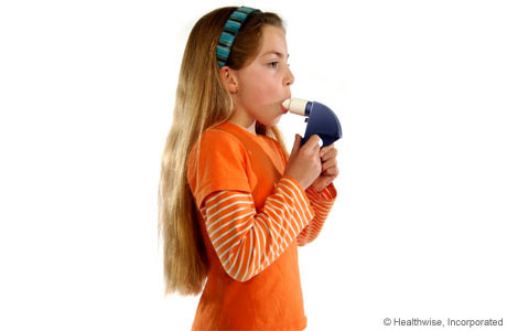 A child putting the peak flow meter mouthpiece in her mouth